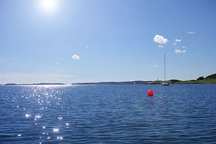 Apartment close to the sea. Easy access to the higway to Gothenburg, only 30 minutes.