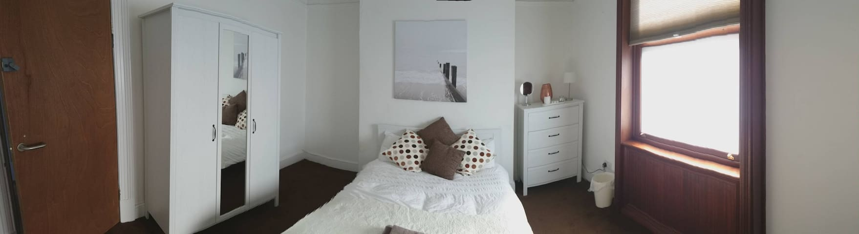 Double Bedroom GFR Det House with Secure Parking - Leicester - Ház