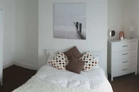 Double Bedroom GFR Det House with Secure Parking - Leicester - Haus