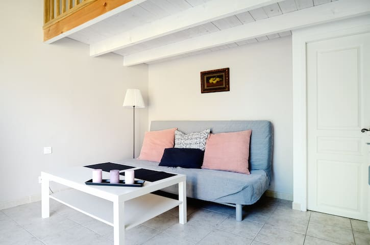 NICE STUDIO IN A HOUSE AIX