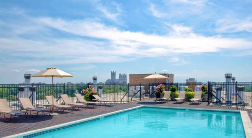 Amazing view and comfy couch at luxury building - Washington - Bed & Breakfast