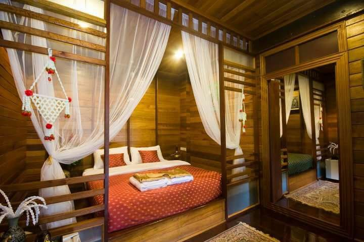 Ruen TubTim: Manee Room