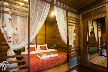 Ruen TubTim: Manee Room - Phra Nakhon Si Ayutthaya District
