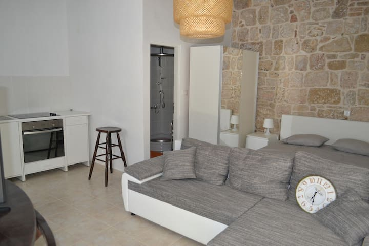 New beautiful apartment in town center with garden