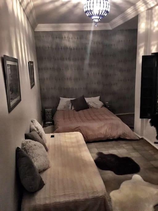 Chambre spacieuse et très confortable.