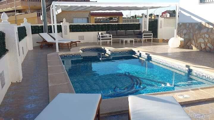 Ruime Spaanse villa met Prive zwembad