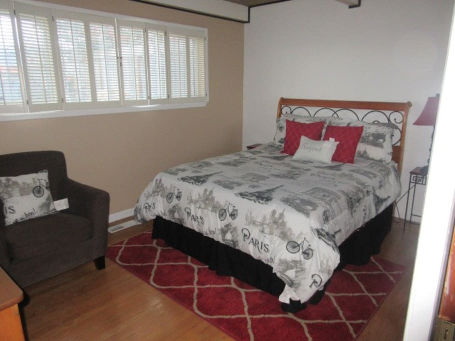 Accommodates 2 people, wifi available, cable TV