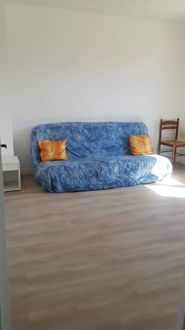 Chambre simple, vie minimaliste et écolo.