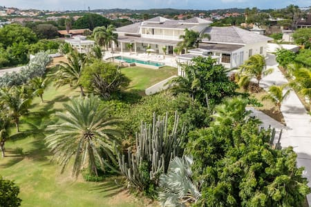 Grand Villa with 17m pool and 5,000 sqm garden