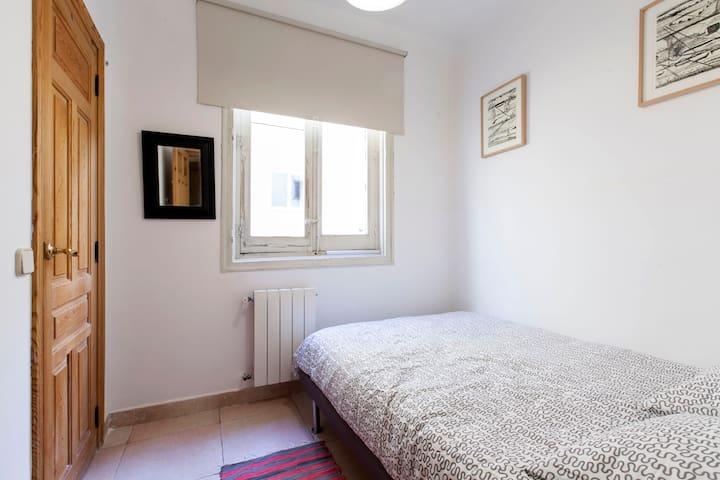 Habitación doble independiente con baño privado