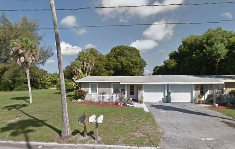 2 Bedroom House w/ yard. 1 Block from Waterfront.
