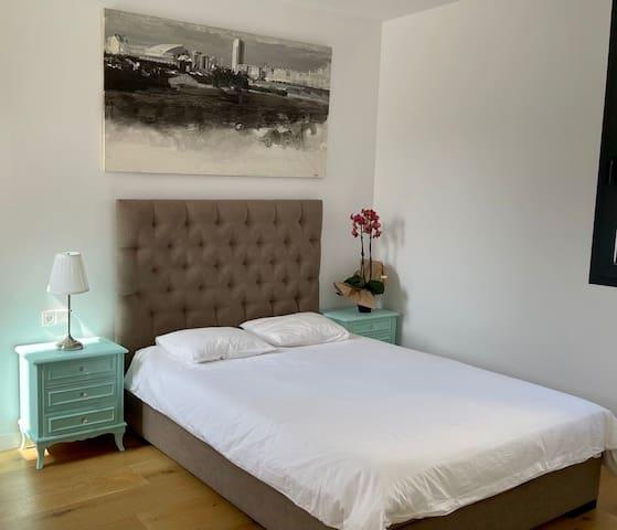 Dormitorio doble comfortable. Double comfy room.