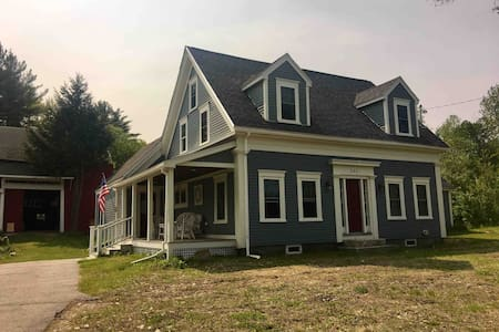 Affordable luxury, 1860 Farmhouse near Lovell Lake