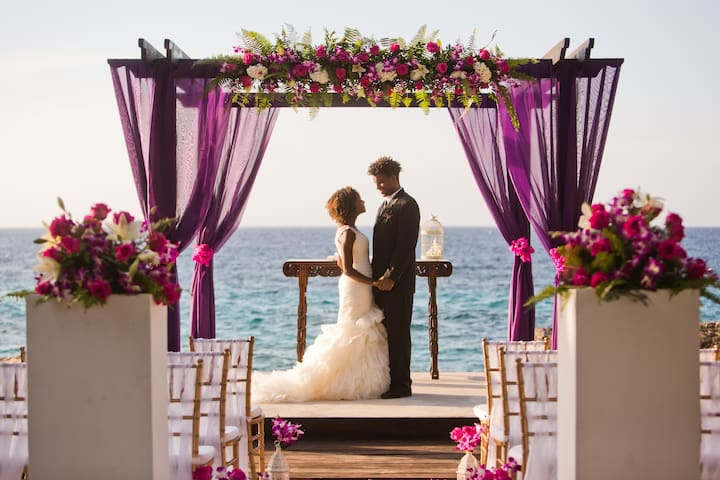 Borghinvilla Wedding Venue - Discovery Bay - House