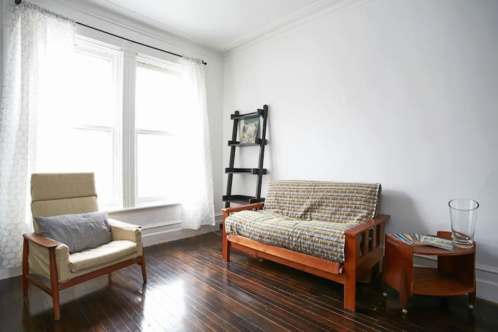NEW LISTING! Mile End Historic Apt - Montreal - Apartamento