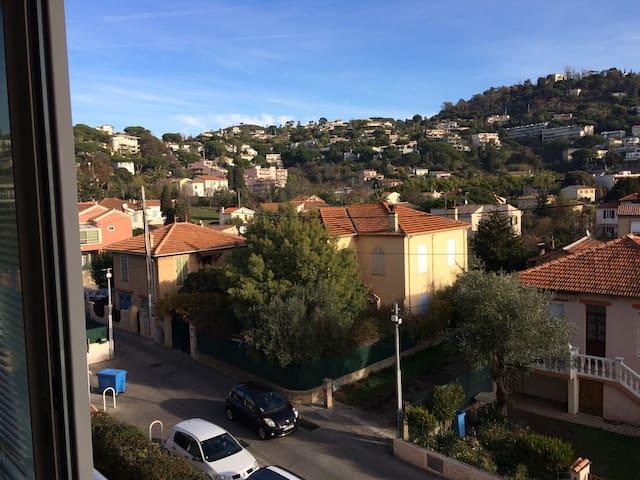 Appt Cannes La Bocca, F2 Centre ville, 900m mer