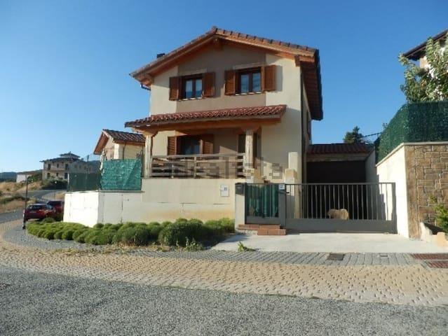 Residencia a 10min de Pamplona - Biurrun - Rumah