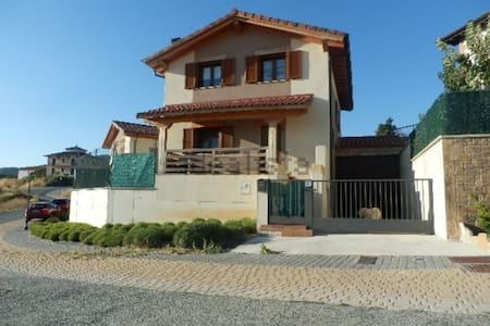 Residencia a 10min de Pamplona - Biurrun