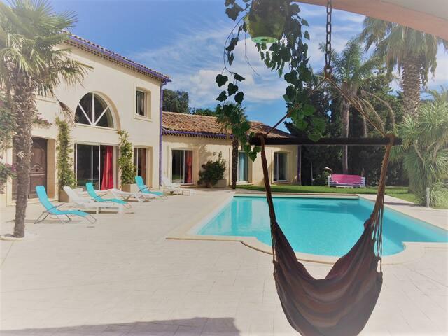Maison provençale piscine 13 pers proche plage
