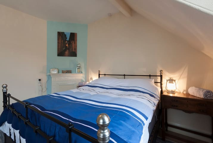 The Turret. Victorian two bedroom flat. Romantic.
