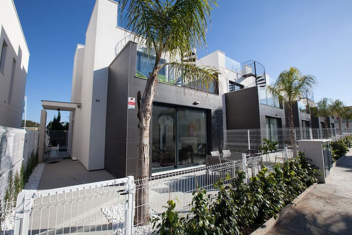 Contemporary Pool side Villa - Torrevieja - Talo
