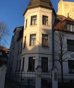 Großzügige Altbau-Wohnung in Jugendstilhaus - München