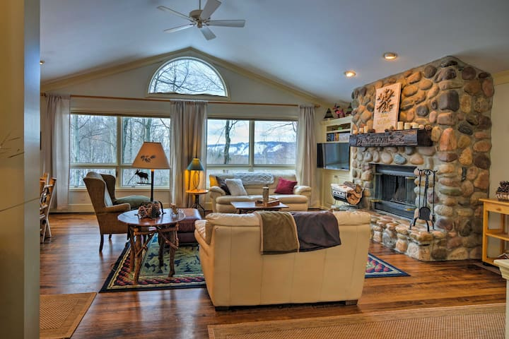 3BR Harbor Springs House w/ Mtn Views & Sauna!