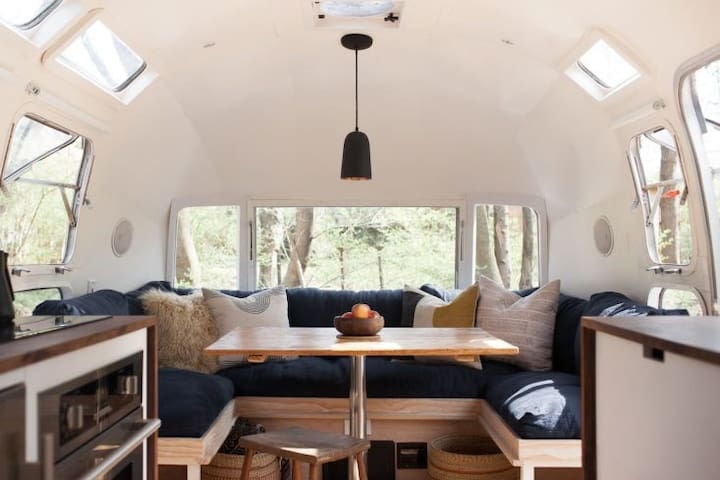 31 ft Airstream overlooking Brooklyn Bridge