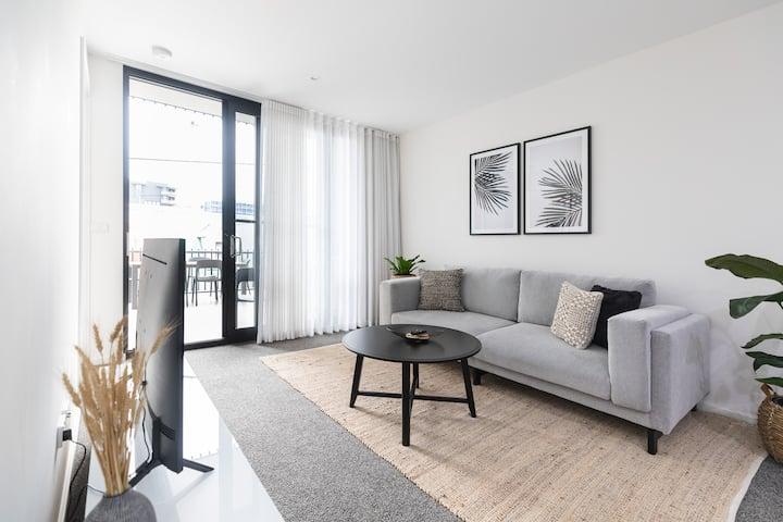 """The X"" Contemporary Apartment In Wickham"