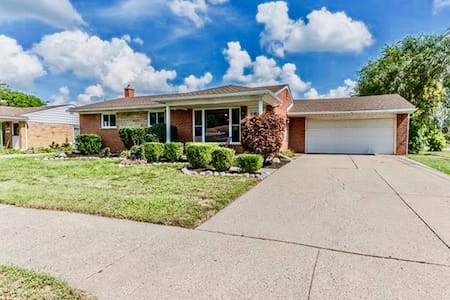GORGEOUS RENOVATED MODERN HOUSE -Heart of Livonia!