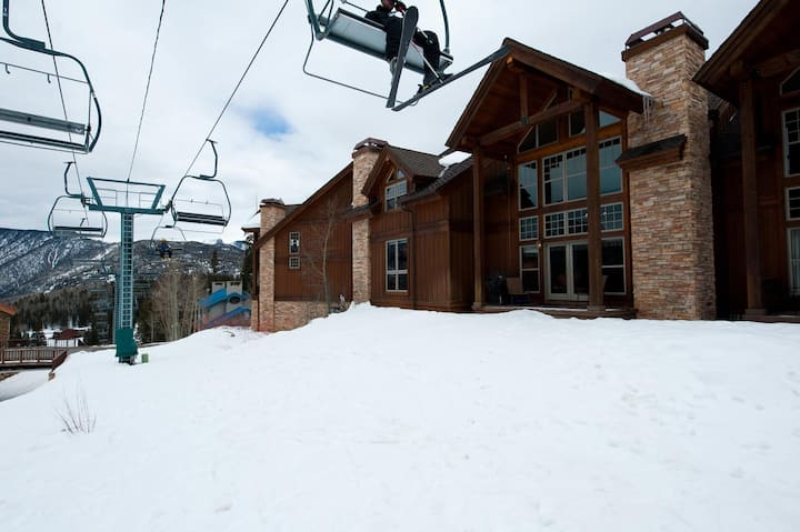 Luxury Townhome - Ski in/Ski Out - Foosball - Best Location