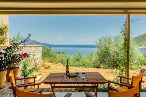 House Ouranos close to the Aegean Sea