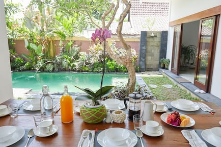 4 BR Luxury Villa 2 Min Walk 2 Beach #4
