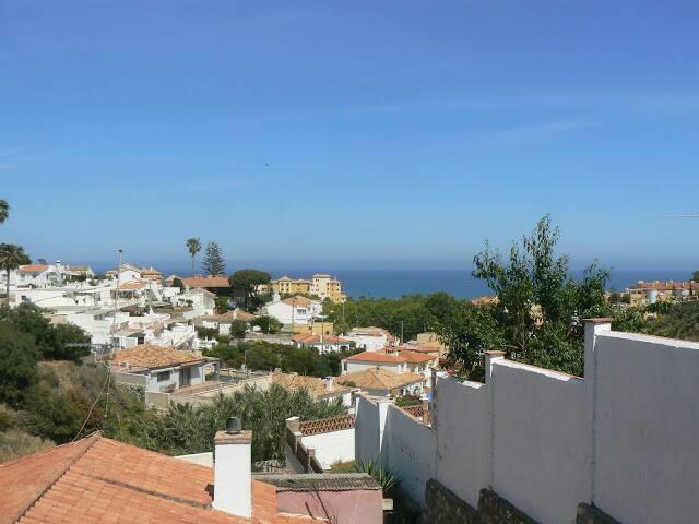Vista al mar casa cerca del castillo Fuengirola