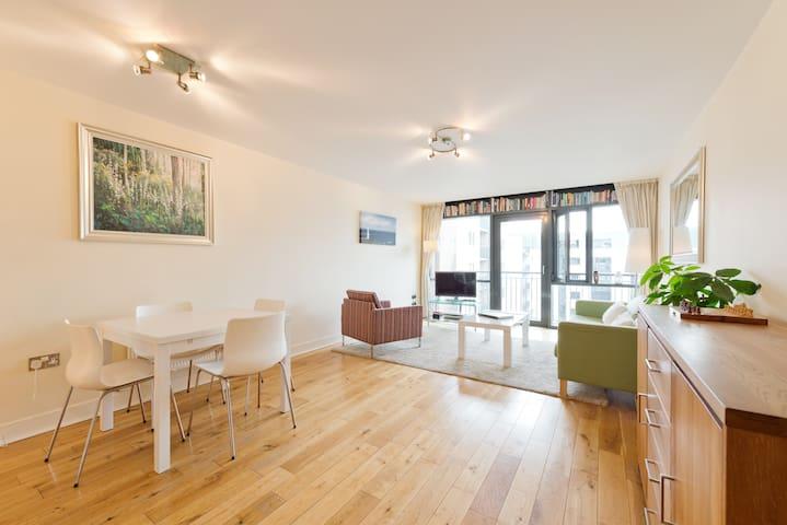 Spacious dual aspect 2-bed apartment