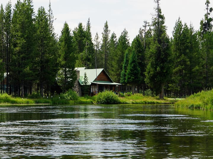 River cabin, mountain view 20 mi. from Yellowstone