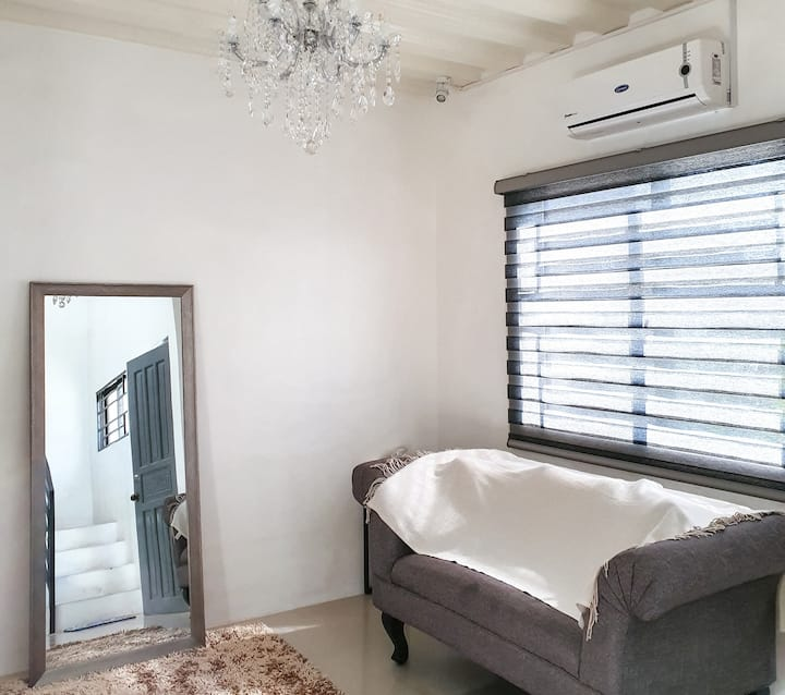 King Sized Bedroom w/ Airconditioned Sala