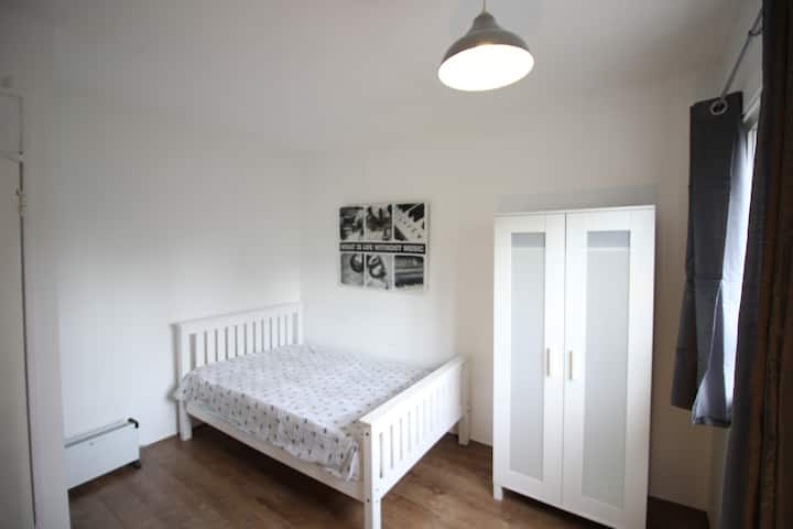 (CR1) Dbl close to Kings Cross Long Term Prices
