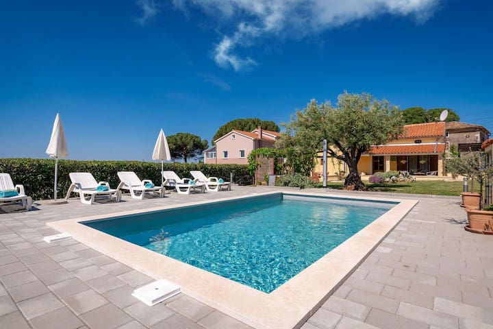 Cosy Casa Olea with swimming pool