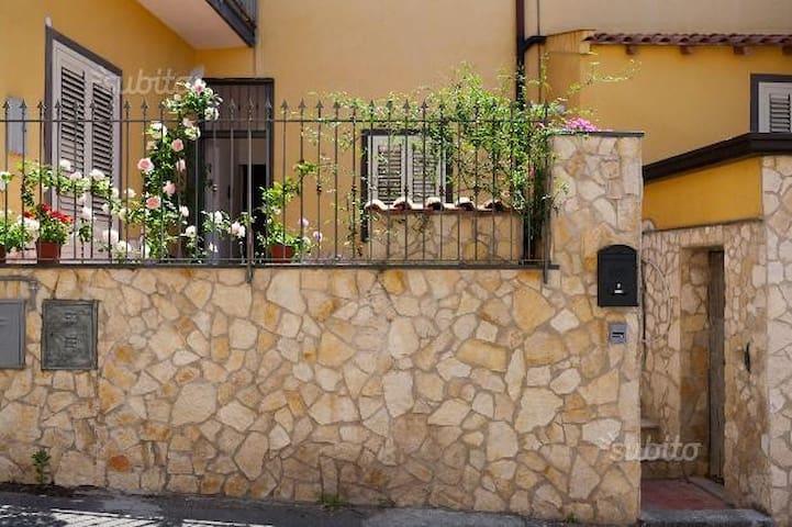 tra Etna e mare - Gravina di Catania - Apartment
