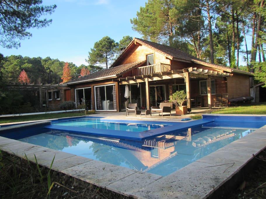 Maison en bois avec sa piscine houses for rent in for Piscine bois 10x5