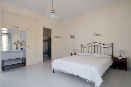Roula's apartment #2 at Avlemonas of Kythira