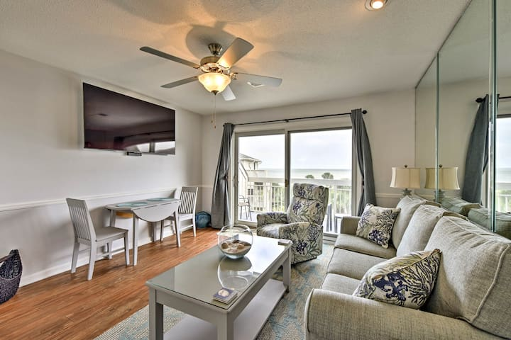 Resort Condo w/ Pool - Steps to Hilton Head Beach!