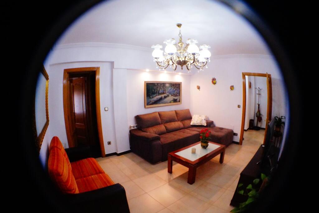 Este es nuestro salón, con sofás muy muy cómodos.