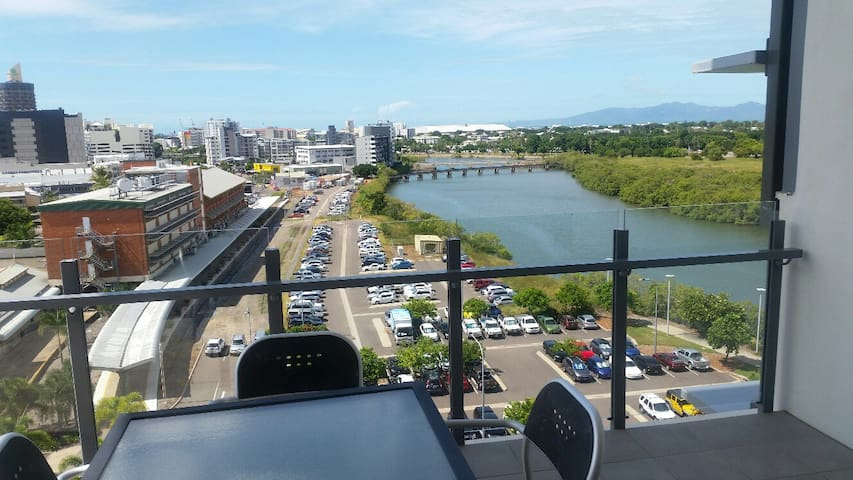 2 Bedroom Apartment with River Views - Townsville City