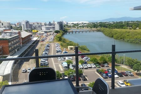 2 Bedroom Apartment with River Views - Townsville City - 公寓