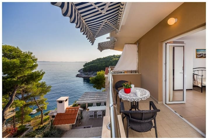 Sea-view Apartment for 3 - Milna - Apartmen