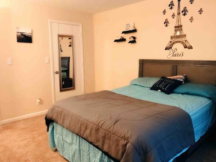 Artsy Private Room&Bath mins from Downtown/Airport