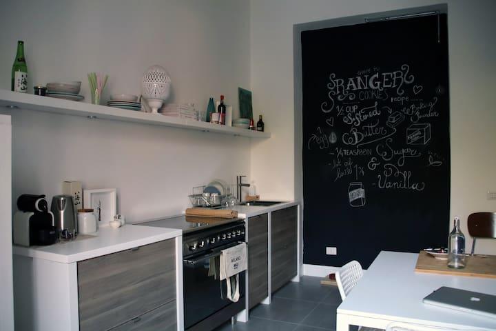 Cozy Apt. 2 mins to Metro - Sesto San Giovanni - Leilighet