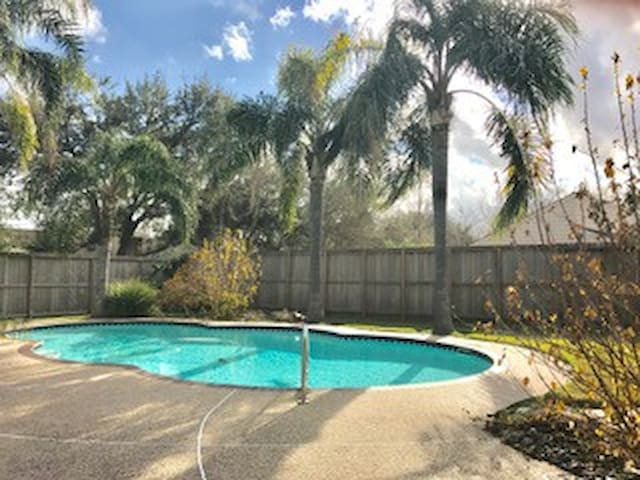 Superbowl Ready Beautiful House w/ Pool - Friendswood - Hus